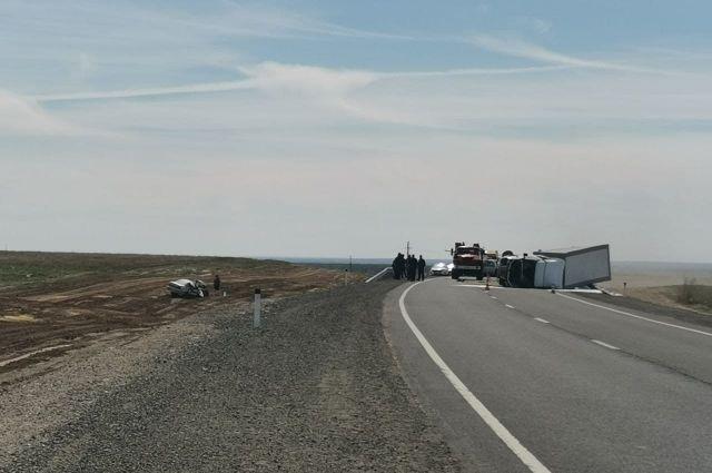 На трассе «Акбулак-Оренбург» столкнулись грузовая «Газель» и иномарка