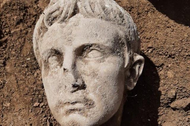 В Италии нашли мраморную голову первого римского императора
