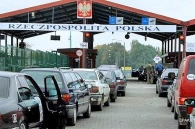 На границе с Польшей образовалась очередь из 200 автомобилей.