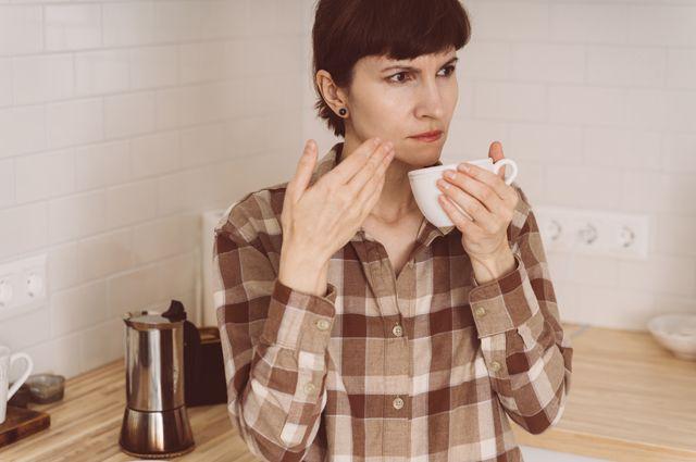 Кофе пахнет хлоркой. Как вернуть обоняние после коронавируса