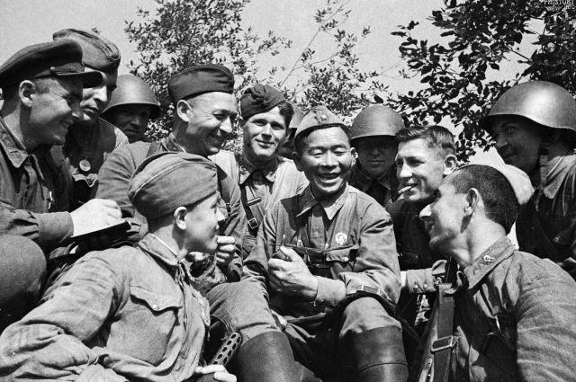 Самые ценные сведения о Великой Отечественной войне остаются в воспоминаниях фронтовиков, которые описывают те дни с самых неожиданных сторон.