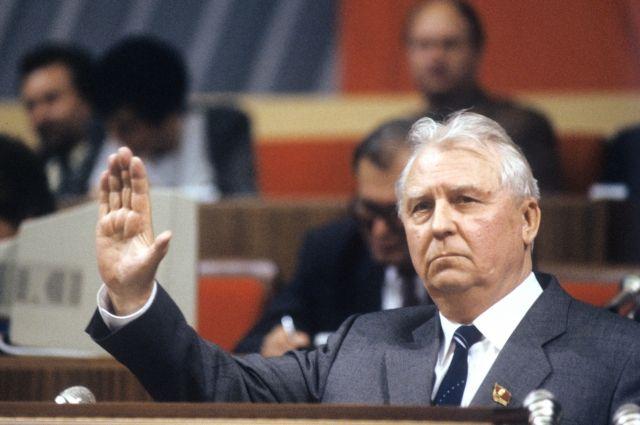 Егор Лигачев, 1990 г.