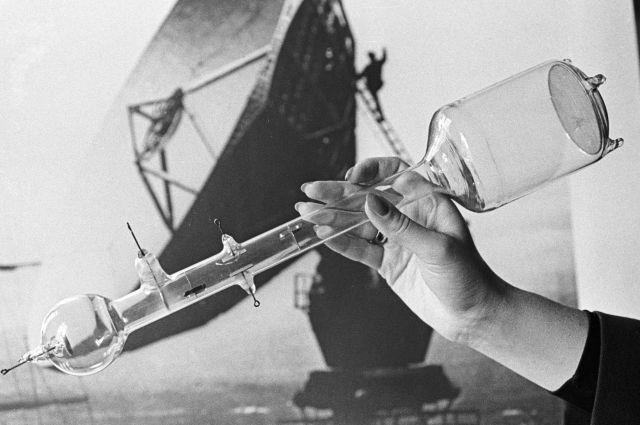 Модель приемной электронной телевизионной трубки, созданной Борисом Розингом.