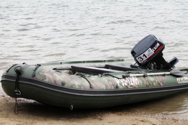 Их тела нашли возле лодки на берегу реки.