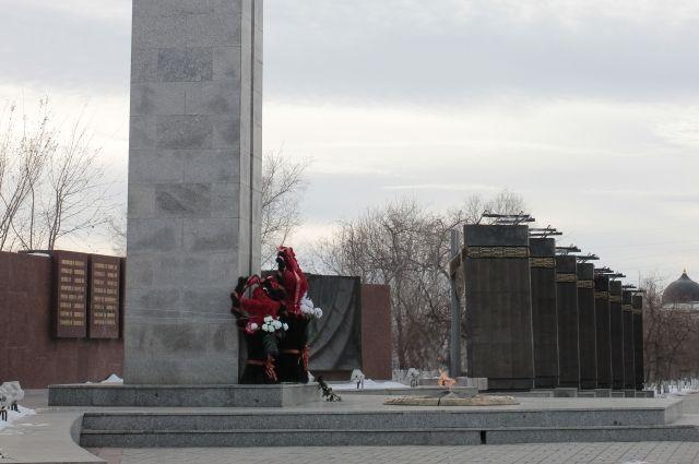 Накануне празднования Дня Победы оренбуржцы почтили память советских воинов.