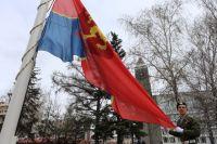торжественное поднятие флага города на 25-метровый флагшток - новая традиция, которая заложена по инициативе главы города Сергея Ерёмина 31 декабря прошлого года.