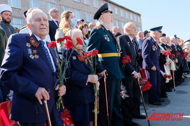 На мероприятии находились ветераны и почётные жители Перми.