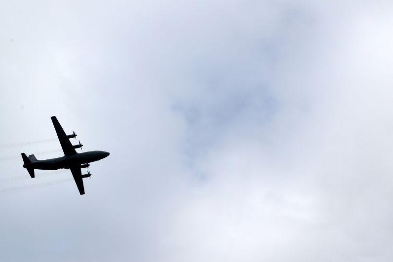 Завершилось празднование воздушным военным парадом.