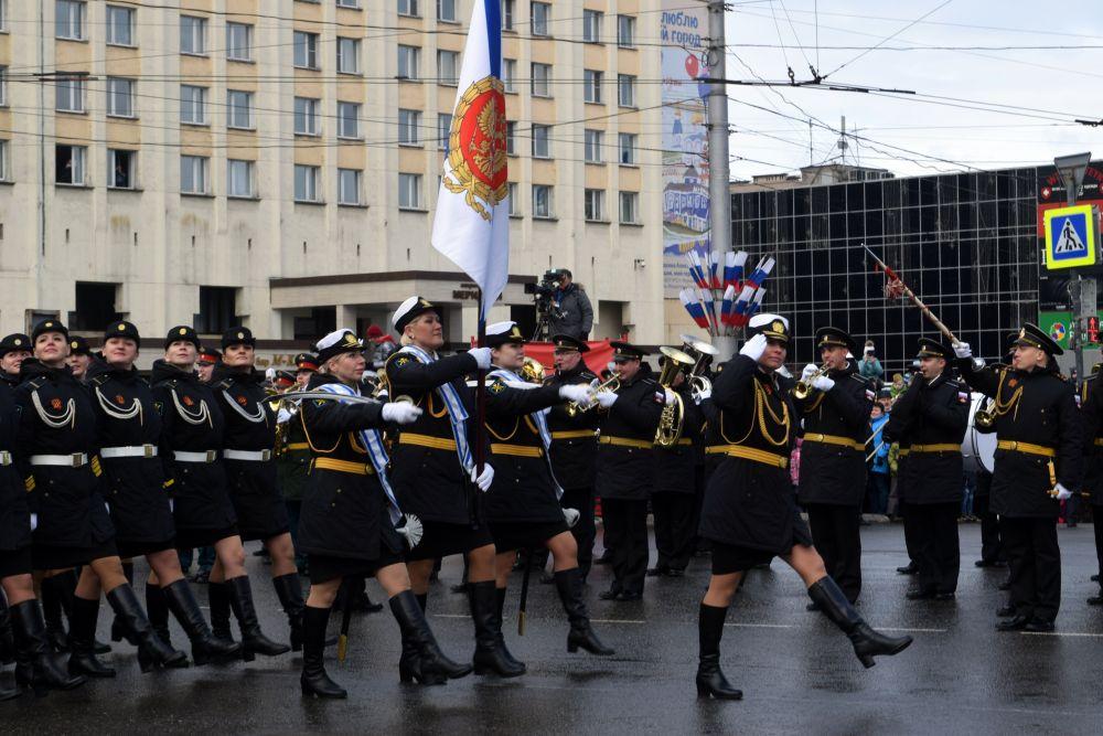 Украшением стал расчёт 45 Армии Военно-воздушных сил и Противовоздушной обороны Северного флота, состоящий из военнослужащих-женщин.