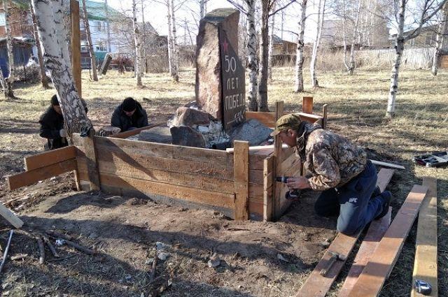 Они привели в порядок территории памятников, мемориалов, мест захоронений участников Великой Отечественной войны и тружеников тыла