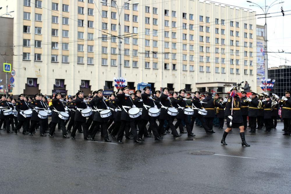 Честь открыть парад была предоставлена роте барабанщиков филиала Нахимовского военно-морского училища.