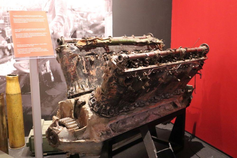 Мотор самолета Пе-2 (найден поисковым отрядом на месте сражения в Ленинградской области)