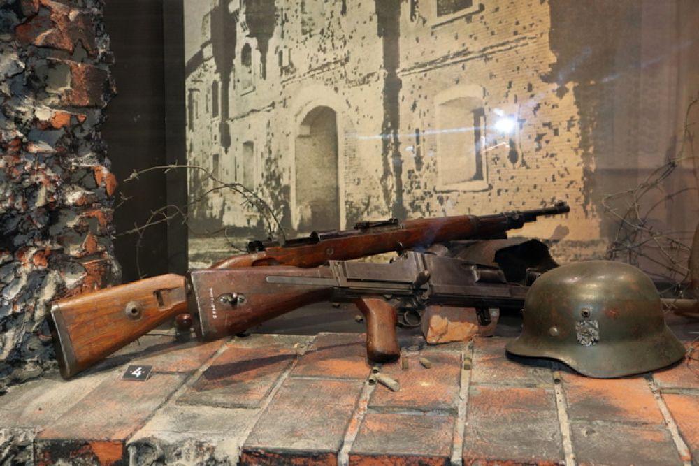 Карабин системы Маузера. Ручной пулемет 7,92 мм ZB  26/30. Шлем образца 1935 года