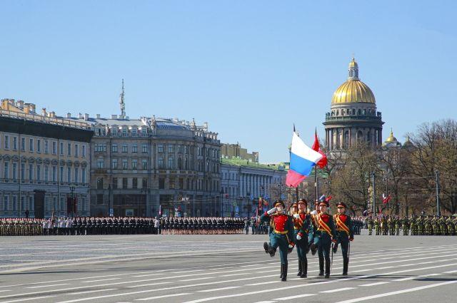 9 мая на Дворцовой площади Санкт-Петербурга состоялся военный парад.