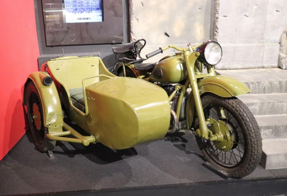 М-72 — советский тяжёлый мотоцикл. Копия немецкого мотоцикла BMW R71.