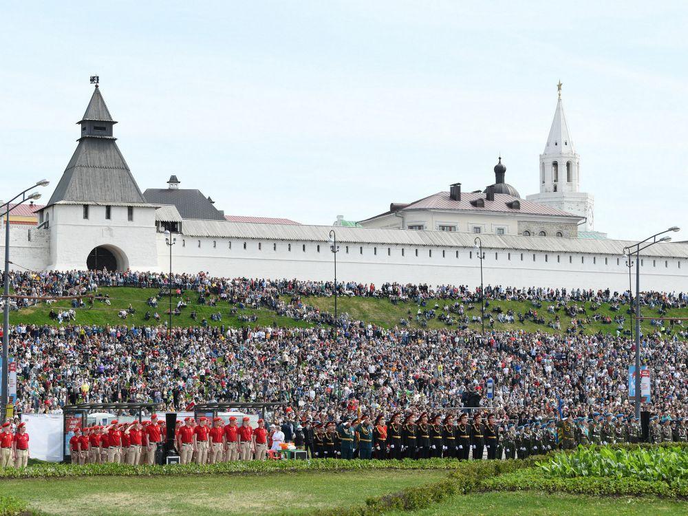 Торжества начались на площади Тысячелетия.