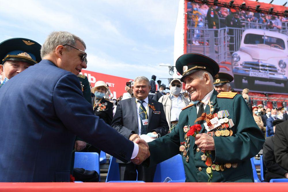 Президент Татарстана Рустам Минниханов лично поздравил ветеранов.