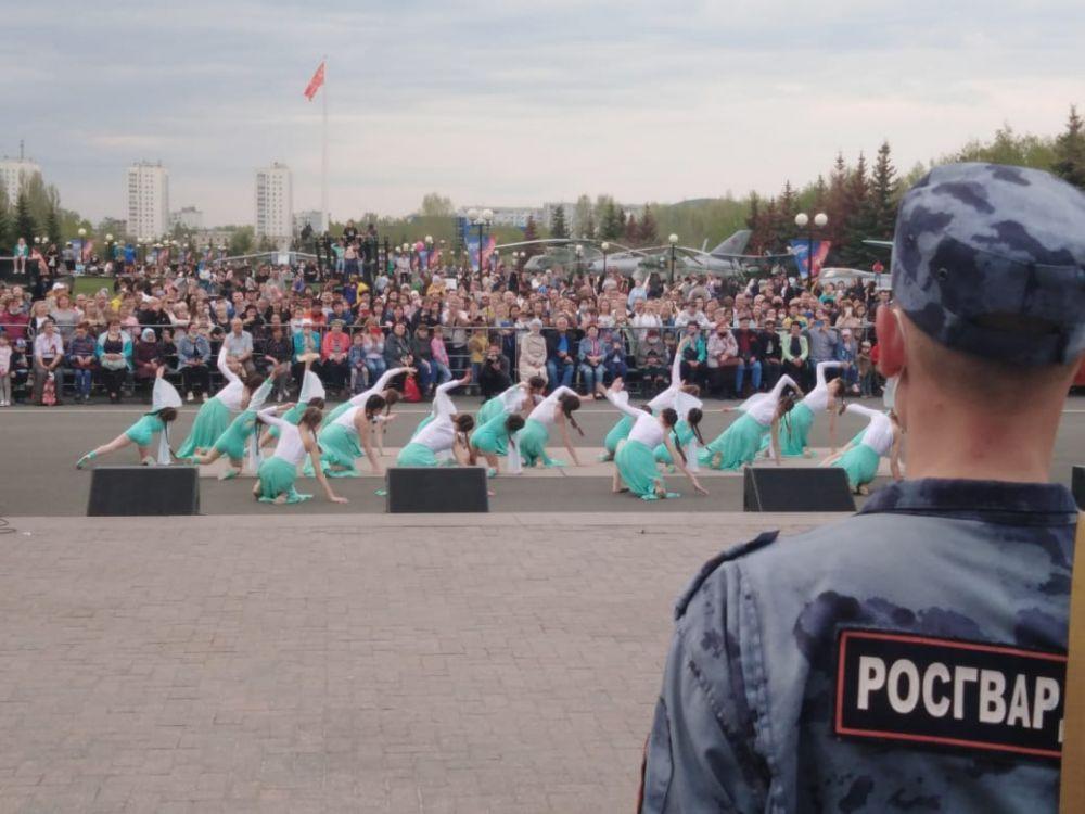 Танцевальная программа в парке Победы.