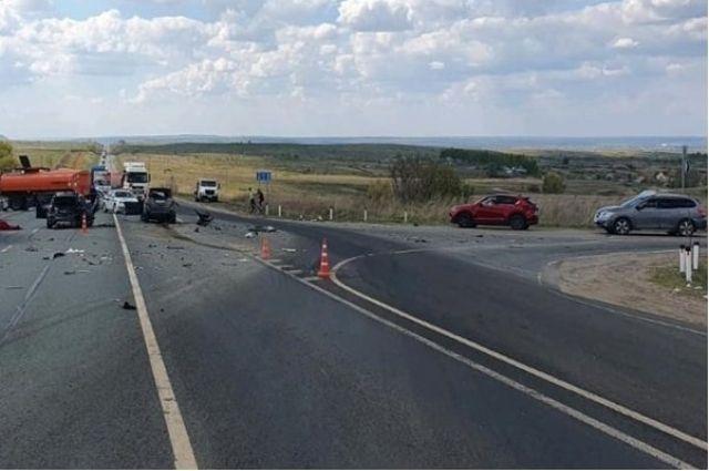 В крупном ДТП в Самарской области погиб один человек и четверо пострадало
