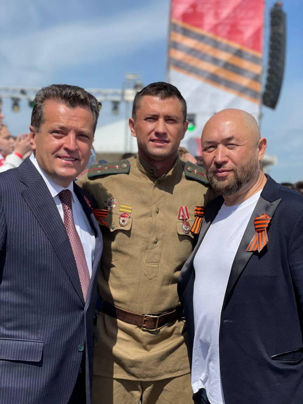 Мэр Казани Ильсур Метшин, актер Павел Прилучный, кинорежиссёр Тимур Бекмамбетов.