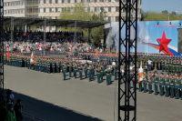 Праздничный день в Оренбурге начался с парада.