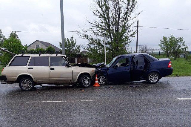 Ставропольцу стало плохо за рулём: один погибший, четверо раненых