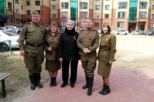 В течении праздничного дня пять фронтовых культ бригад, состоящих из актеров и сотрудников нашего центра