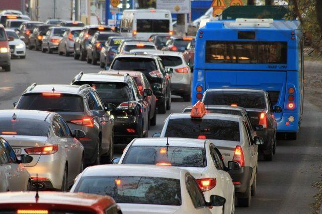 В Оренбурге образовался дорожный коллапс.