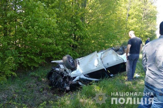В Черновицкой области перевернулся легковой автомобиль: погиб ребенок