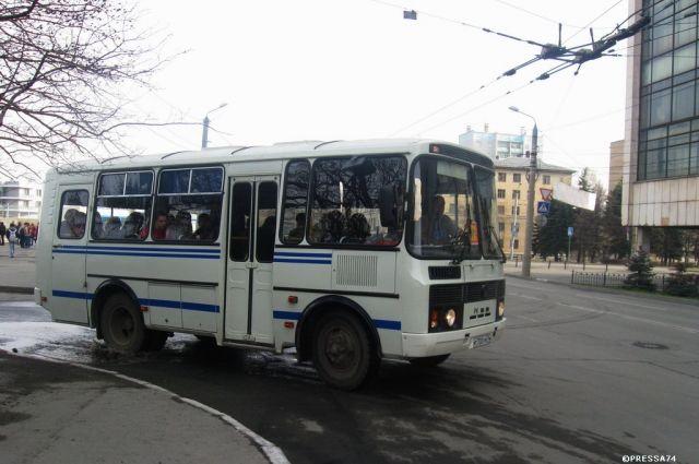 Автобус арестовали за долги.