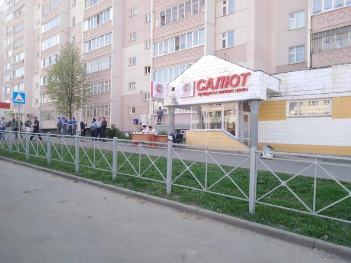Напротив гимназии заработал оперативный штаб Следкома.