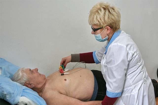 Пациенты жалуются, что сейчас очень сложно попасть на приём к кардиологу.