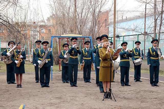 С учётом ограничений, связанных с пандемией, во всех районах края прошли концерты для ветеранов и другие праздничные мероприятия.
