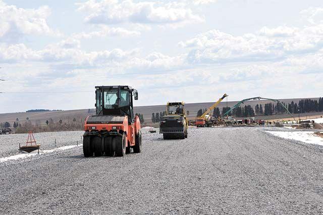 Построить новую трассу обещают за три года.