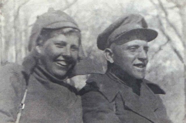 Инструктор альпинизма Татьяна Торянова и горный стрелок Илья Иванов, 897 горно-стрелковый полк, Северный Кавказ, 1942 г.