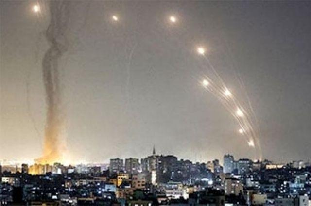 Из Сектора Газа в сторону Израиля выпустили более 800 ракет.