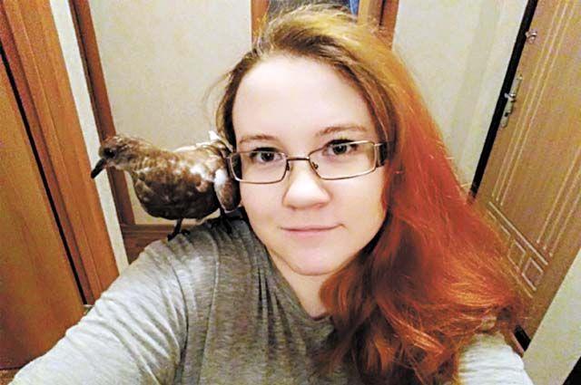 25-летняя пермячка Кира Подлесная выхаживает раненых и больных птиц.