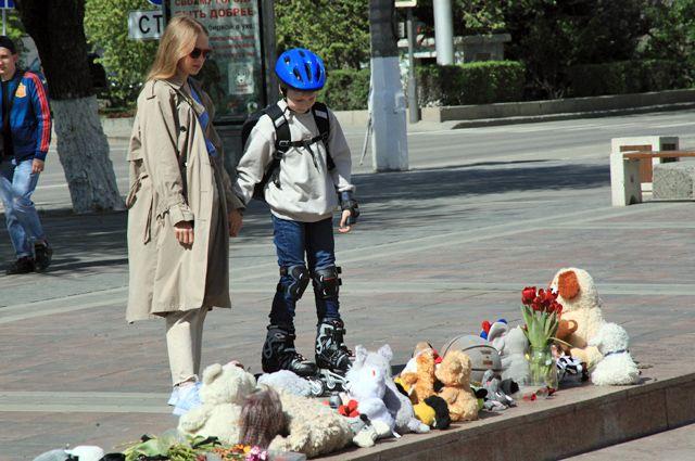В центре Волгограда появился уголок памяти погибших юных спортсменок.