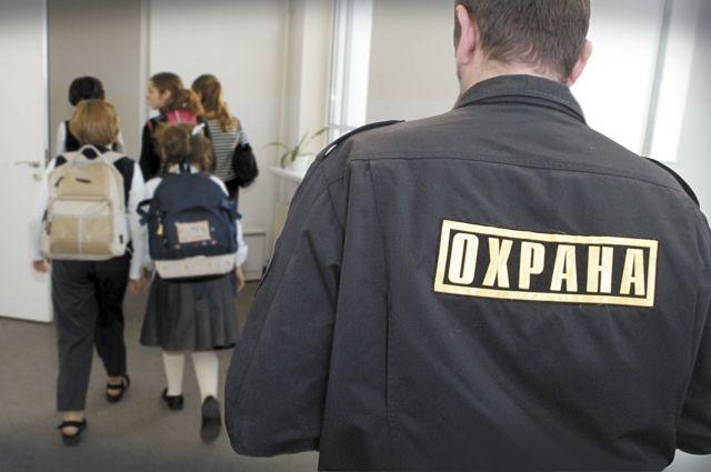 Сотрудники ЧОП охраняют 30 процентов школ Оренбурга.