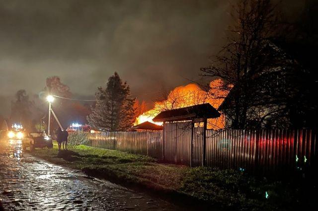Семья с годовалым ребёнком потеряла всё на пожаре в Кимрах 9 мая