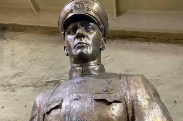 Памятник Цезарю Кунникову.