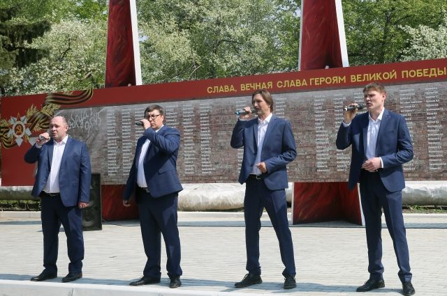 Выступление вокальной группы Курганмашзавода «БМП».
