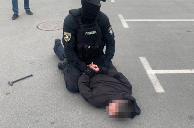 В Киеве на взятке в две тысячи долларов задержали сотрудника полиции
