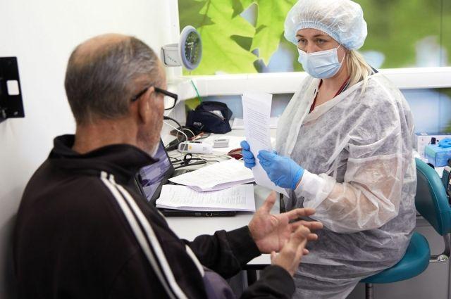Перед вакцинацией - анкетирование и осмотр.