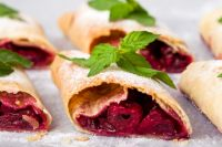 Штрудель с вишней, шоколадом и корицей: рецепт вкусного десерта