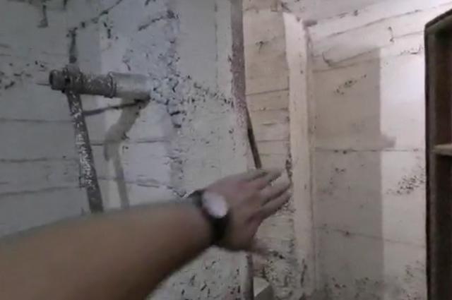 Толщина стен в бомбоубежище прядка 40 см.