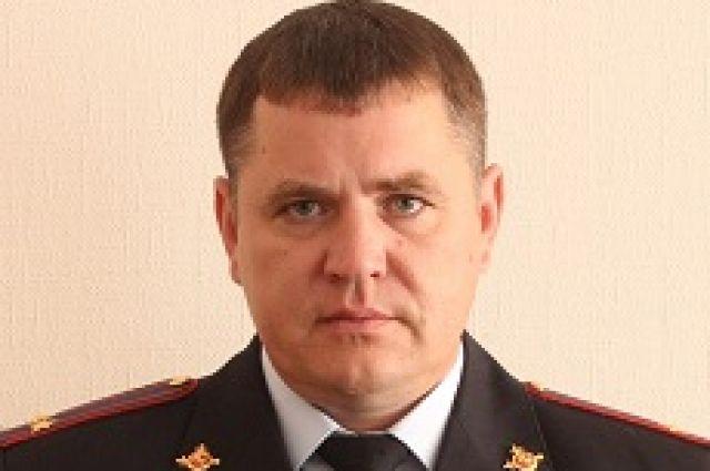 Службу в органах внутренних дел начал в 1999 году с должности инспектора по розыску Ужурского РОВД.