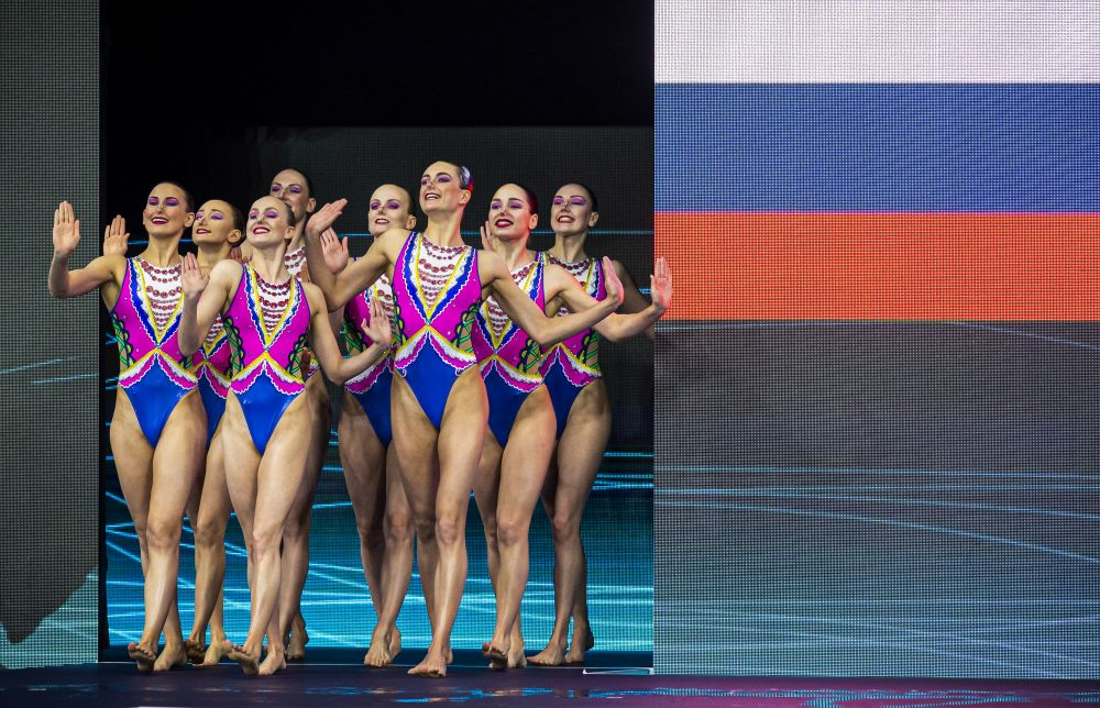 Спортсменки сборной России выступают с технической программой в групповых соревнованиях по синхронному плаванию на чемпионате Европы по водным видам спорта в Будапеште