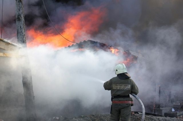 В тушении приняли участие 4 единицы техники и 11 пожарных.