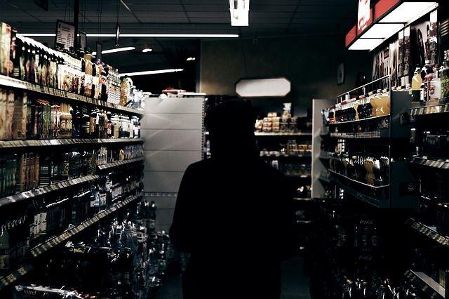 Нелегальное спиртное прятала бизнемвумен.